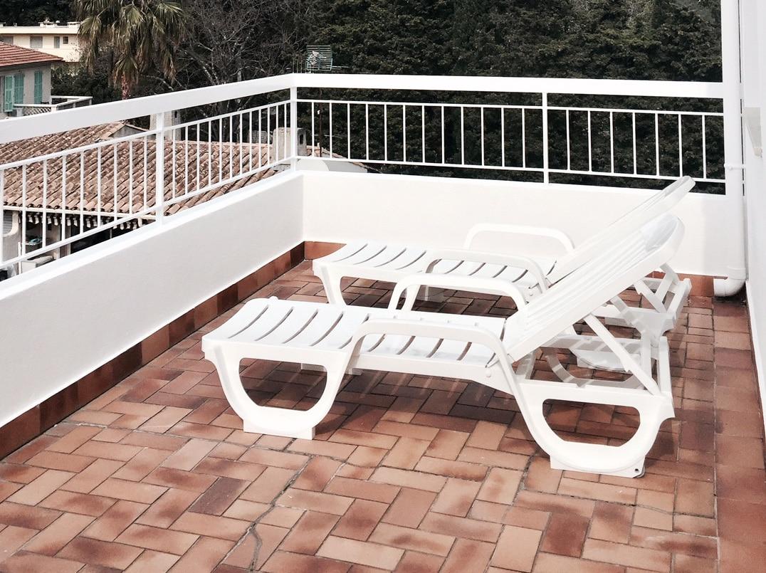 chambre de luxe avec terrasse privee dans boutique hotel de charme sur la cote d azur