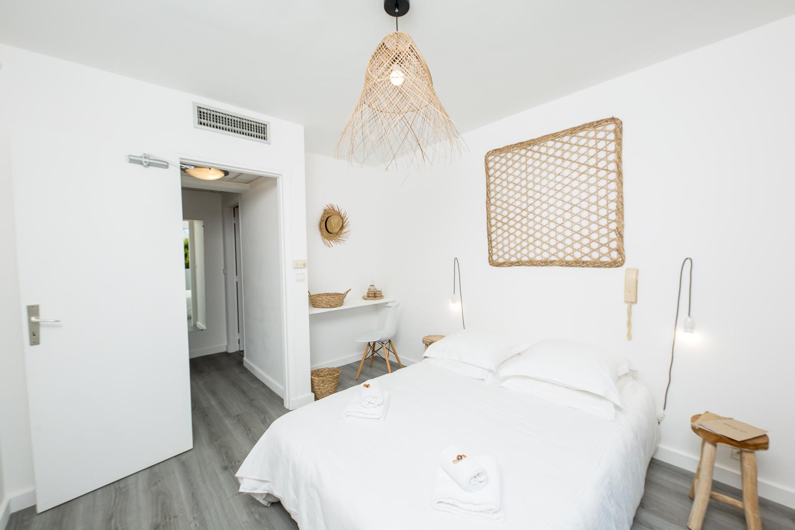 blanc-sable-hotel-vallauris-golfe-juan-chambre-terrasse-04